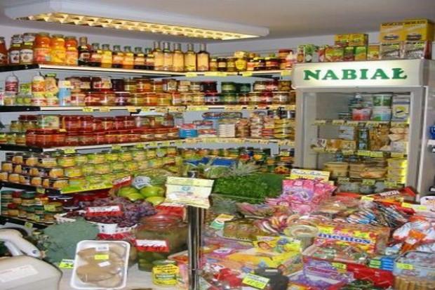 Polacy rzadziej kupują w małych sklepach spożywczych