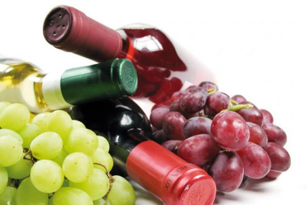 W winnym gronie: Polacy będą kupować mniej wina