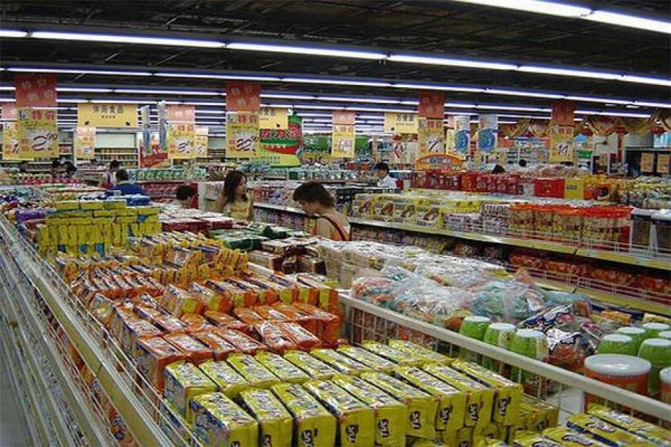 Związkowcy: Sieci marketów nadal wykorzystują pracowników