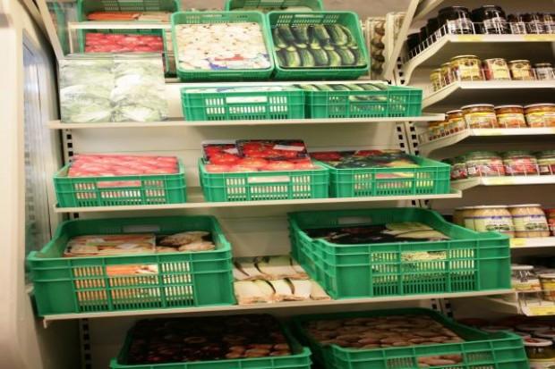 Półka z warzywami i owocami