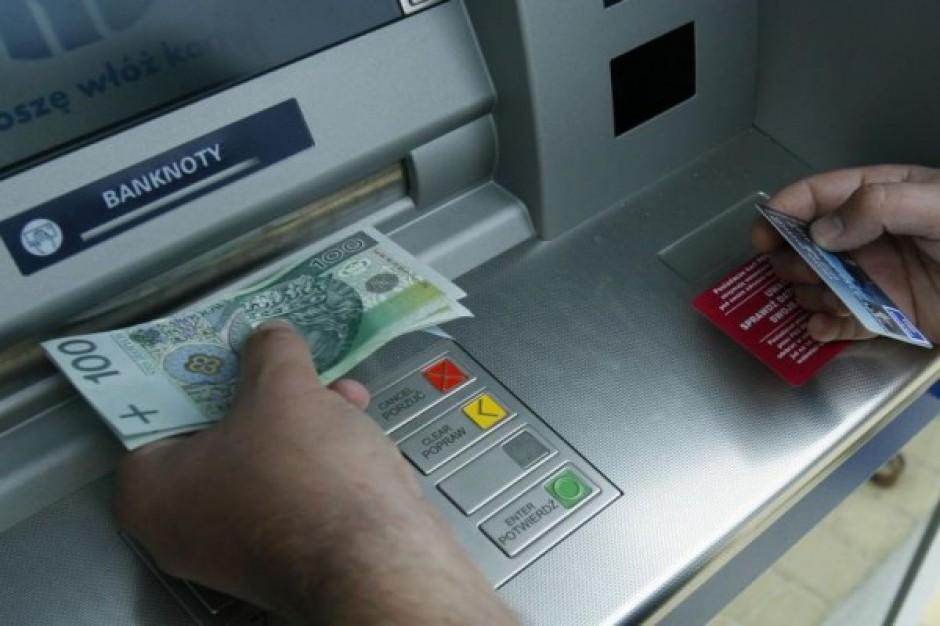 Bankomaty coraz popularniejsze wśród klientów sklepów przystacyjnych