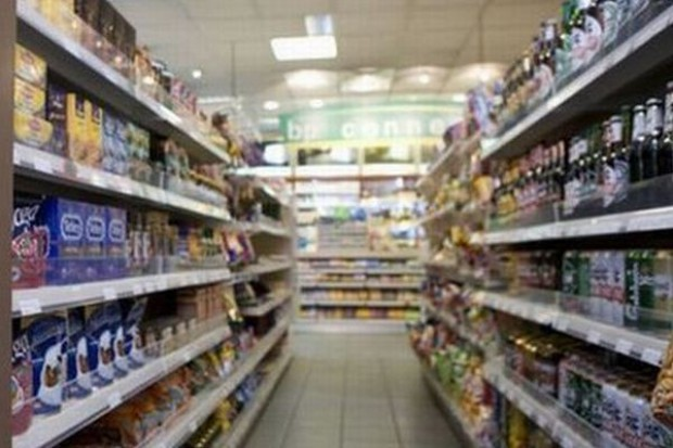 W sierpniu Polacy zostawili w sklepach więcej pieniędzy