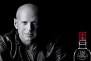 Bruce Willis reklamuje wódkę Sobieski