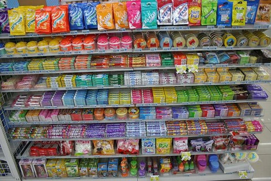 Stojąc przy kasie klienci nie przywiązują zbytniej wagi do cen słodyczy