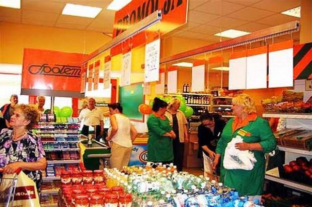 Przez kryzys Polacy częściej robią zakupy w małych sklepach za mniejsze kwoty