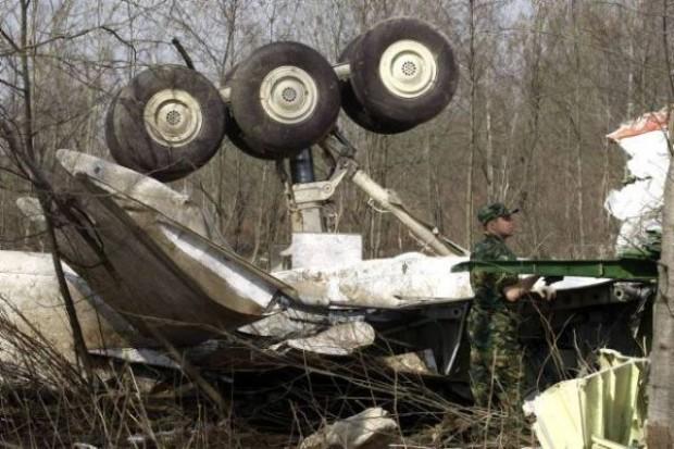 Komisja: Tu-154M zahaczył o drzewo 1050 metrów przed pasem startowym
