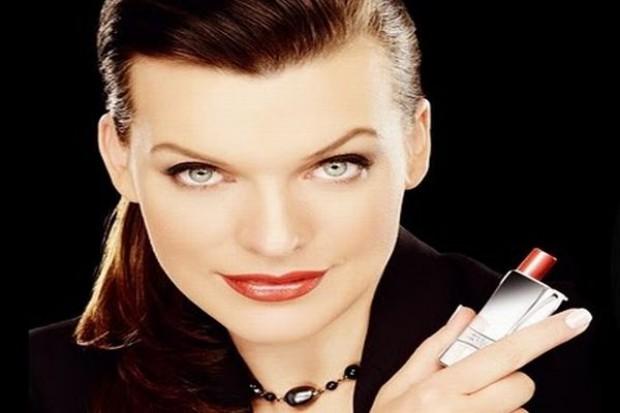 Milla Jovovich w kampanii odmładzających kosmetyków
