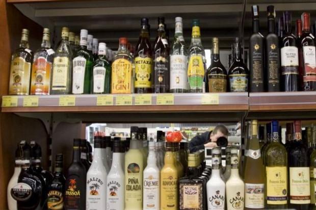 Sprzedaż wódek nadal ostro spada