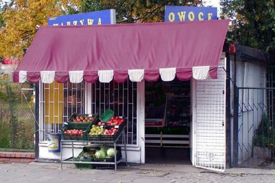 Wpuszczenie marketów do centrum miast niszczy osiedlowe sklepy
