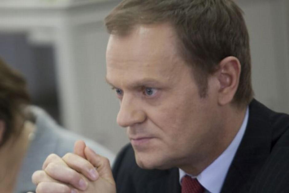 PIH potępia premiera za kupowanie w Biedronce