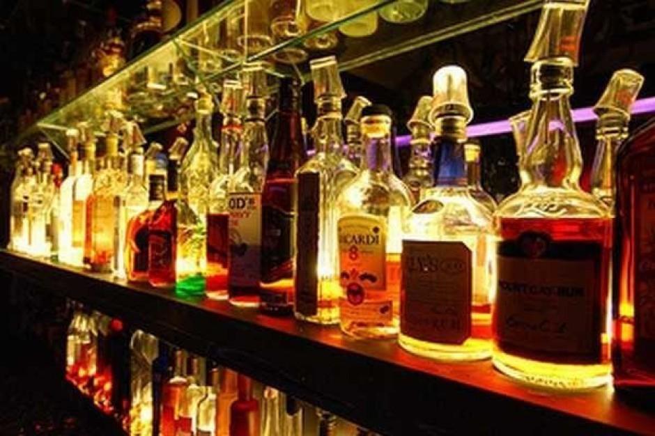 Niższe wydatki Polaków na alkohol