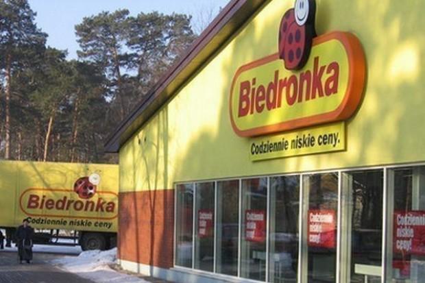 Komornik w sklepach Biedronka. Sieć zwleka z zapłatą za koncept opakowań