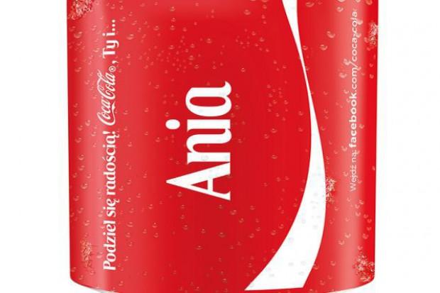 Coca-Cola zmienia logo na puszkach na polskie imiona