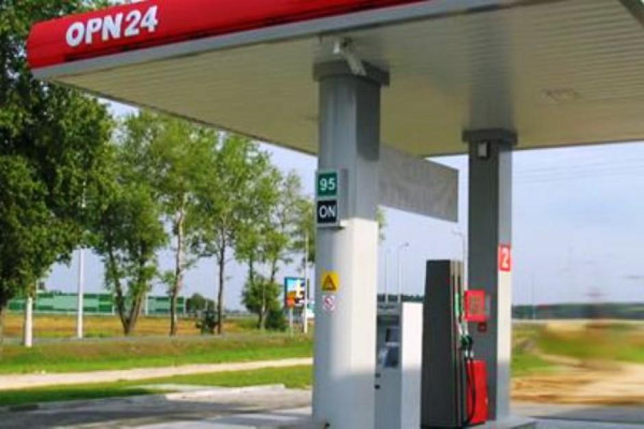 Przy sklepach sieci Stokrotka i Kaufland ruszają pierwsze stacje paliw
