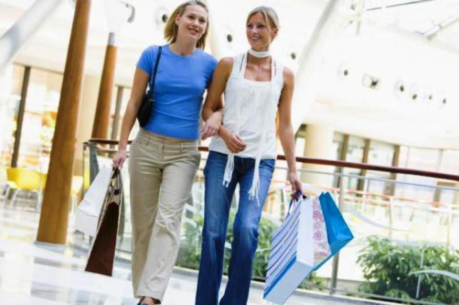 W 2012 roku przeciętny Polak wydał ok. 2860 zł na zakupy w centrach handlowych