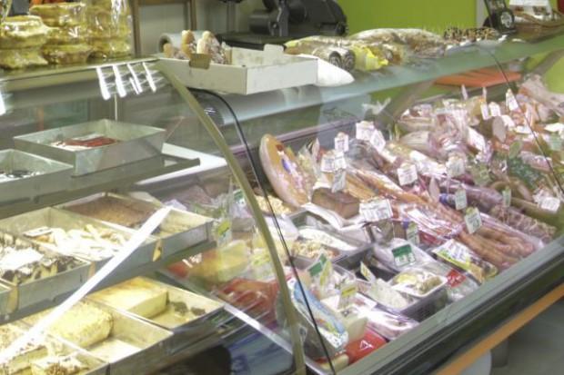 Spada liczba transakcji i wartość sprzedaży w sklepach niezależnych