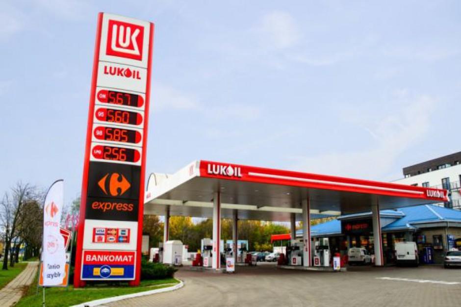 Carrefour i Lukoil poszerzają współpracę, na stacjach już 22 sklepy franczyzowe