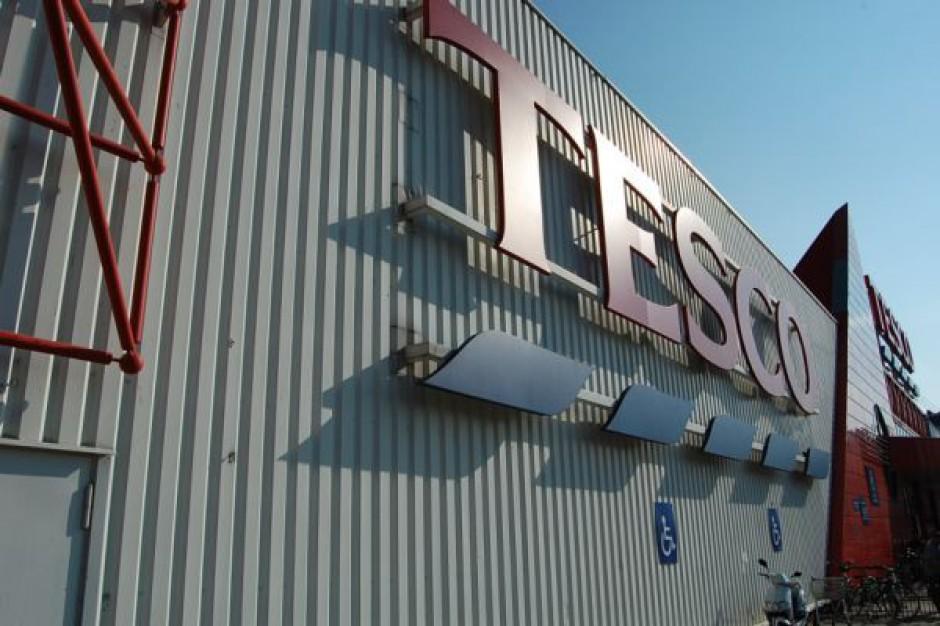 Akcje Tesco tanieją o 10 proc. po informacji o zawyżeniu prognozy zysku o 250 mln funtów