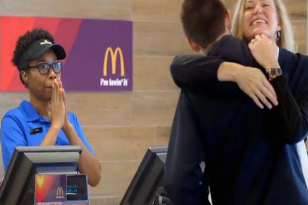 W McDonald`s za jedzenie będzie można zapłacić...przytulaniem