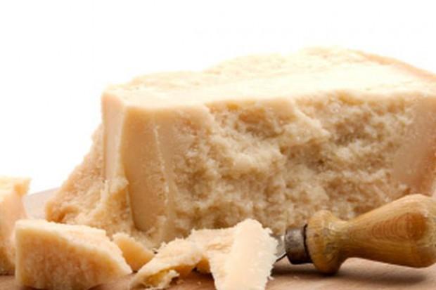 Na świecie jest więcej podróbek parmezanu, niż oryginalnego sera