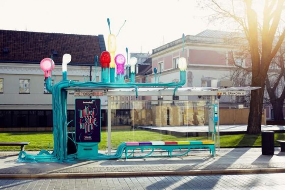 Nietypowy przystanek w centrum Warszawy wybudowany przez McDonald's