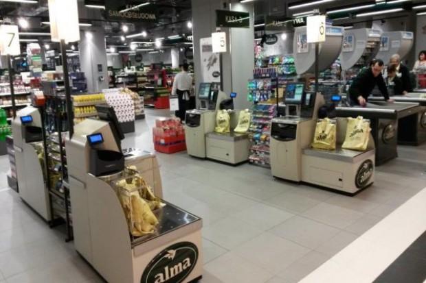 Dwa sklepy Alma z kasami samoobsługowymi