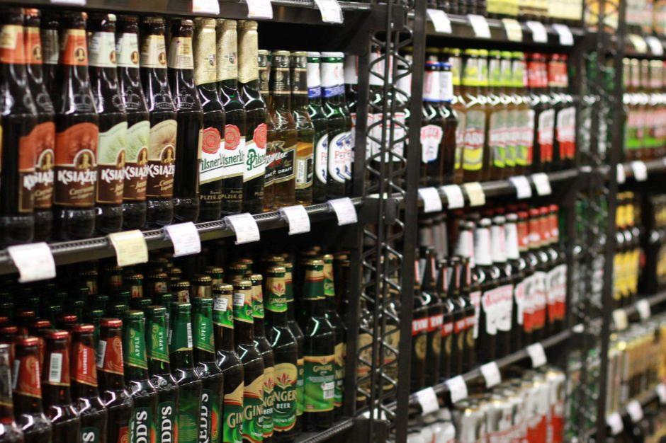Piwo, papierosy oraz wódka łącznie odpowiadają za 40 proc. transakcji w małych sklepach