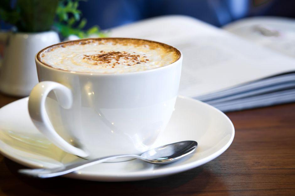 Polacy coraz więcej wydają na kawę, więc serwują ją sklepy i stacje benzynowe