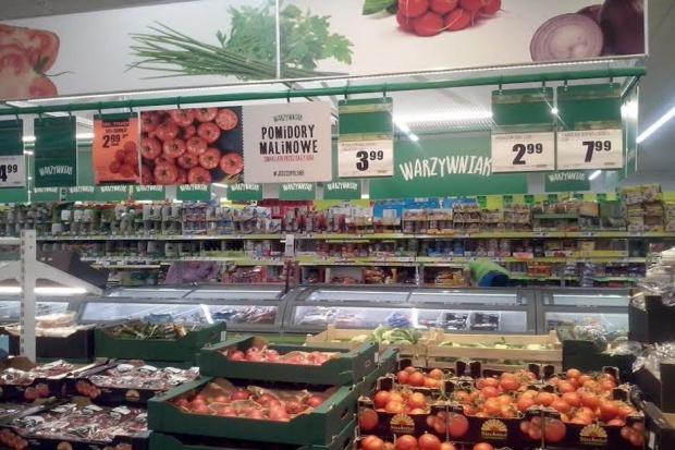 50 sklepów sieci Biedronka w nowym koncepcie,  stoisko warzywne z marką Warzywniak