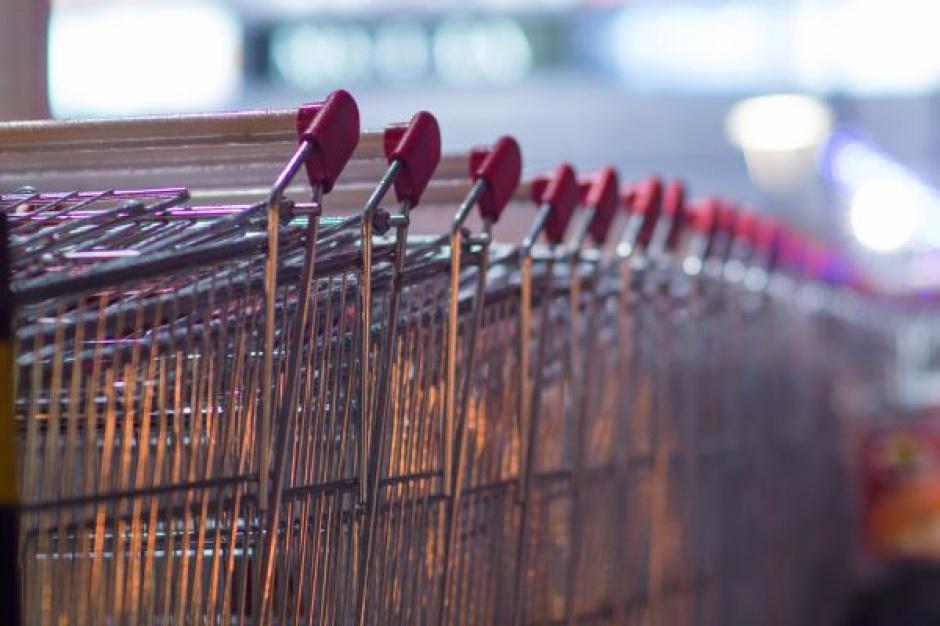 Wartość sprzedaży w supermarketach wzrosła o 0,7 proc., hipermarkety ze spadkiem o 2,8 proc.