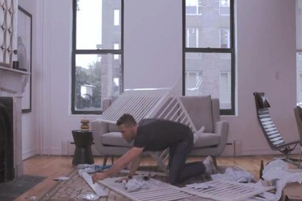 Hollywoodzki aktor kontra łóżeczko z Ikei