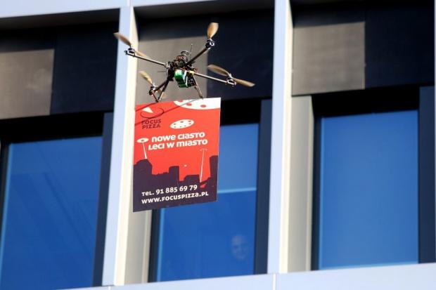 Focus Pizza promuje swoją ofertę dronami