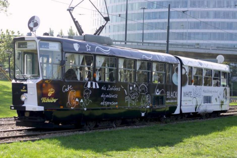 Kawowy tramwaj Tchibo na ulicach Warszawy