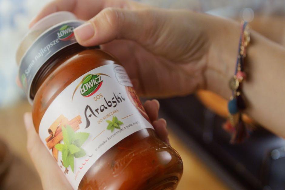 Nowe sosy egzotyczne w kampanii marki Łowicz