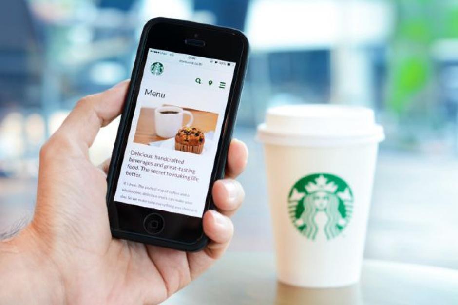 Starbucks wprowadza płatności telefonem za kawę przez aplikację mobilną