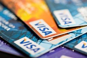 W ciągu 4 miesięcy w zagranicznych supermarketach, płacąc kartami Visa, Polacy...