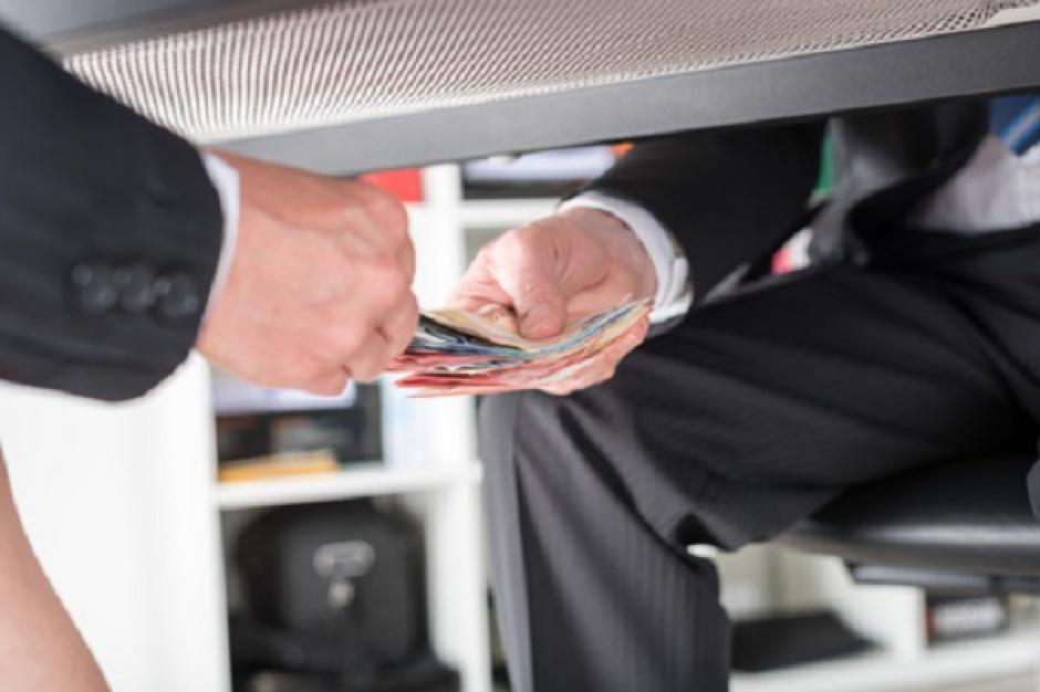 Śledztwo w sprawie łapówek obejmuje większość ogólnopolskich sieci handlowych