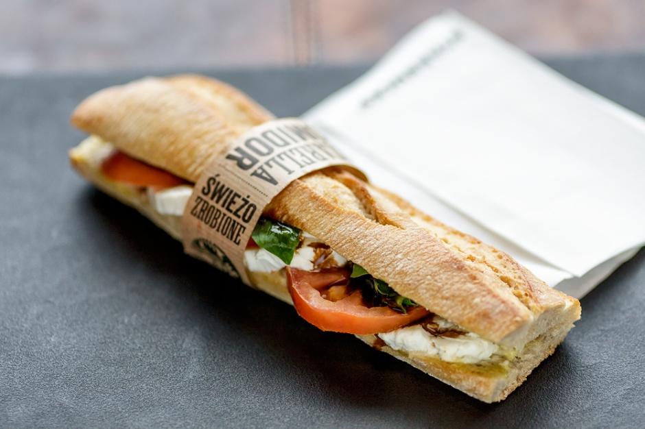 Starbucks rusza z ofertą śniadaniową i lunchową