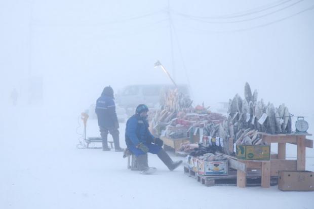 Ekstremalne warunki na targu na Syberii