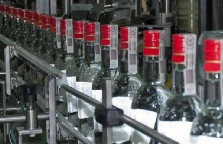 Papierosy i alkohol z największymi udziałami w obrotach sklepów małoformatowych