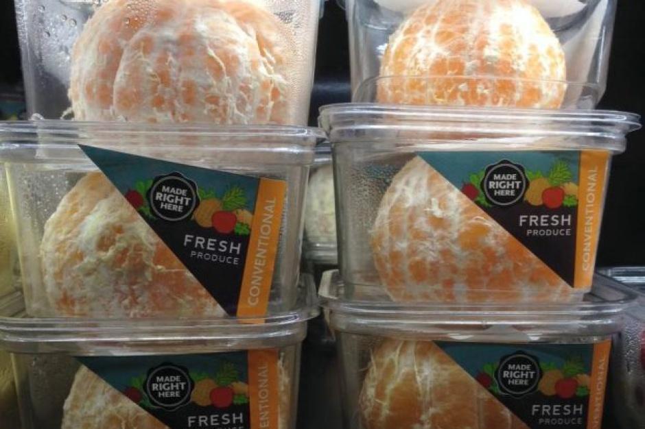 Ekologiczne mandarynki bez skórki w plastikowych pojemniczkach