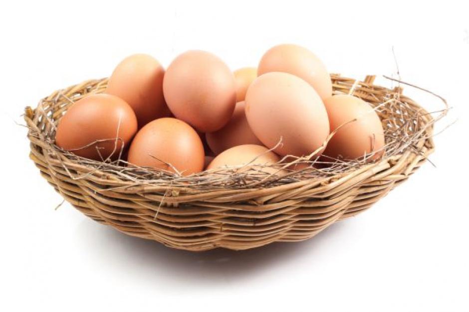 Koszyk cen: Przed Wielkanocą jaja w podobnej cenie jak rok temu