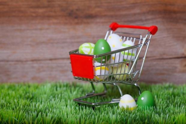 Wielkanoc: Auchan, Kaufland i Carrefour przebijają ofertę dyskontów