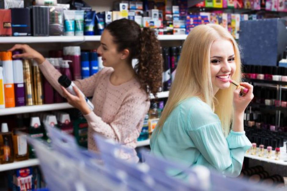 Analiza: Drogerie i supermarkety wypierają dyskonty i hipermarkety w kategorii kosmetyków