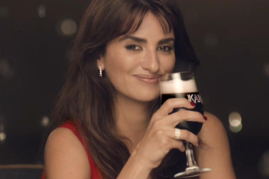 Penelope Cruz przedłużyła kontrakt na reklamę piwa Karmi