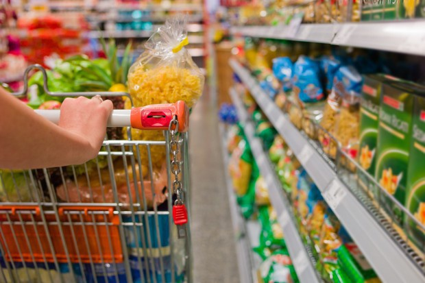 Hiper i supermarkety w kryzysie. Rośnie udział dyskontów i e-handlu