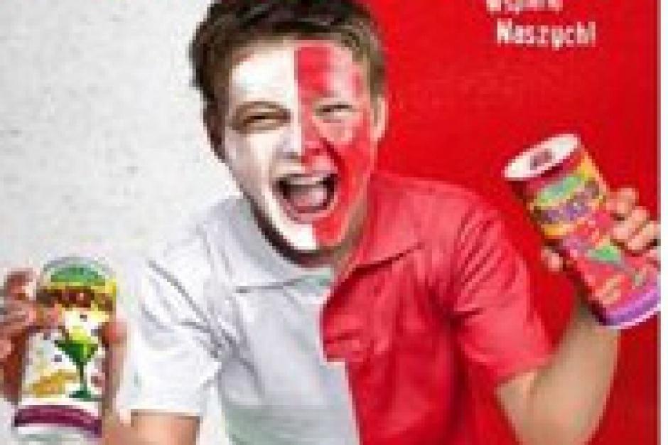 Hellena z materiałami reklamowymi na mistrzostwa Europy