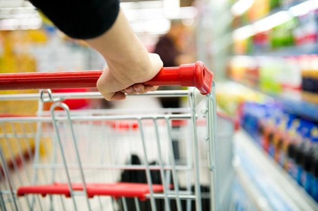 Koszyk cen: Hipermarkety okopały się na swoich pozycjach