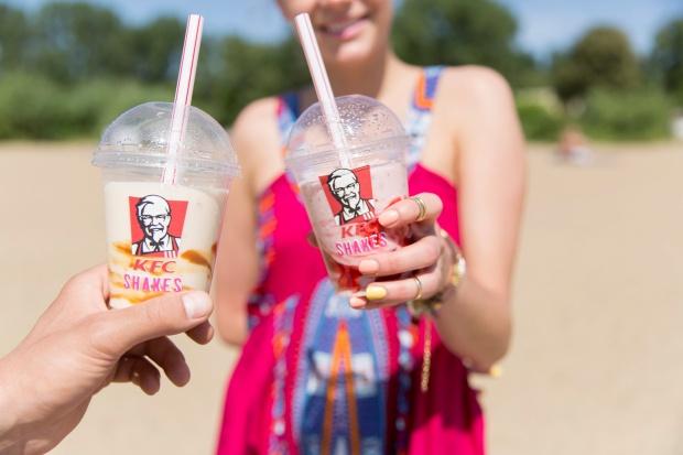KFC chce przyciągnąć do swoich lokali polskimi truskawkami