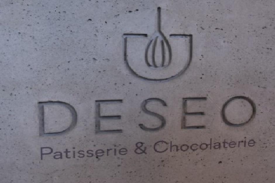 KnowledgeHub inwestuje w cukiernię Deseo